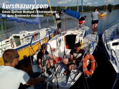 kurs żeglarski rejs szkoleniowy na patent żeglarski rekreacyjny mazury jeziora obóz wędrowny dorośli młodzież IMG_20150826_170123-1a