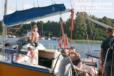 kurs żeglarski rejs szkoleniowy na patent żeglarski rekreacyjny mazury jeziora obóz wędrowny dorośli młodzież IMG_4185-1a