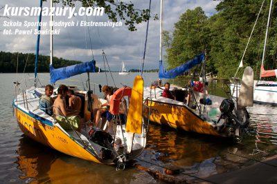 kurs żeglarski rejs szkoleniowy na patent żeglarski rekreacyjny mazury jeziora obóz wędrowny dorośli młodzież IMG_5717a