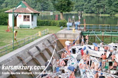 kurs żeglarski rejs szkoleniowy na patent żeglarski rekreacyjny mazury jeziora obóz wędrowny dorośli młodzież _MG_3348-1a