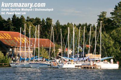 kurs żeglarski rejs szkoleniowy na patent żeglarski rekreacyjny mazury jeziora obóz wędrowny dorośli młodzież _MG_4492-1a