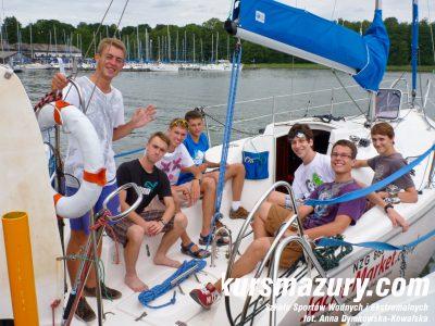 kurs żeglarski rejs szkoleniowy na patent żeglarski rekreacyjny mazury jeziora obóz wędrowny dorośli młodzież P1020686-1a