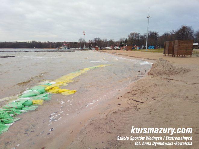 jezioro Niegocin powódź na Mazurach Giżycko plaża IMG_20180105_134034a