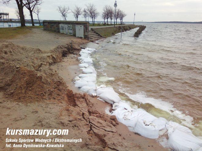 powódź na Mazurach Giżycko plaża jezioro IMG_20180105_134110a