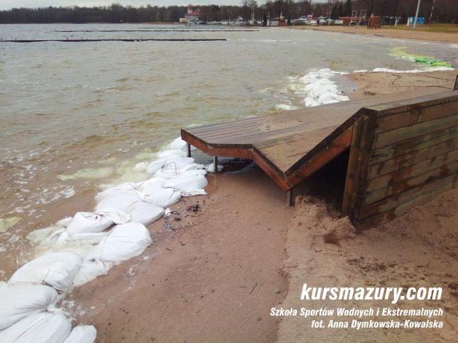 jezioro powódź na Mazurach Giżycko plaża IMG_20180105_134122a