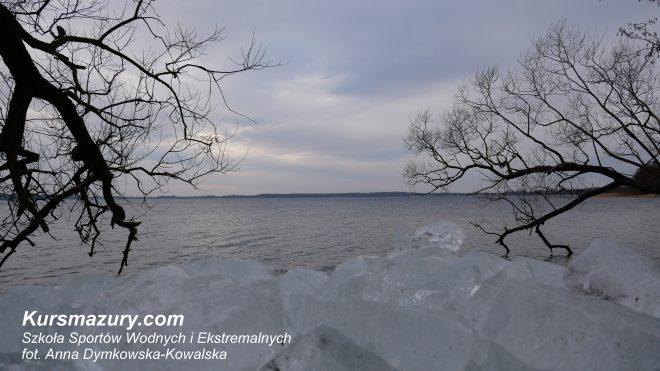 kursmazury Giżycko mazurskie jeziora Niegocin Kisajno lód obozy żeglarskie dorośli młodzież kursy motorowodne sternik motorowodny żeglarz jachtowy rejs szkoleniowy