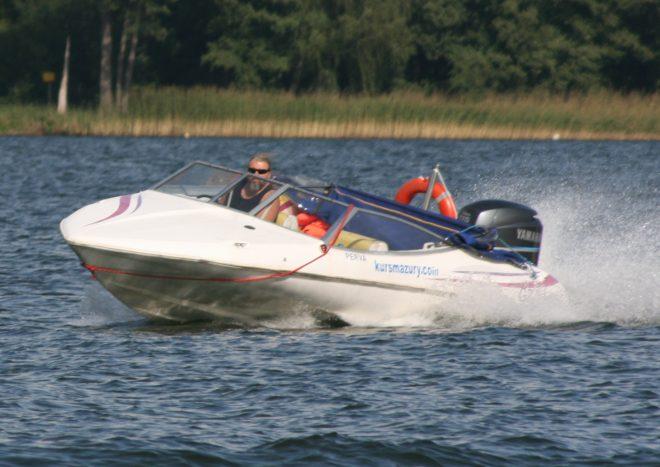 kurs motorowodny na patent Sternika Motorowodnego kursmazury Giżycko mazury morski sternik patent motorowodny szkolenie pływanie na motorówce uprawnienia silnik jeziora