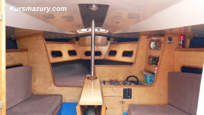 Tango780Sport Fazi Kursmazury mazury czarter jachtów Giżycko rejs wnętrze