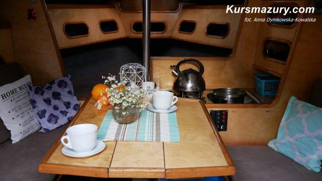 czarter czartery jachtu na mazurach rejs mazury Tango 780 S rejsy po mazurach wynajem jachtu wynajęcie lato wakacje urlop czerwiec maj kwiecień wrzesień lipiec sierpień Giżycko port jezioro Kisajno Niegocin Wielkie Jeziora Mazurskie sporty wodne niska cena dobre polecane kursmazury QRS MAZURY zadbane szybkie czyste kabina żaglówka jacht żaglowy patent piękny najlepszy świetnie wyposażony 6 osób osobowy wnętrze widok atrakcyjny zwrotny