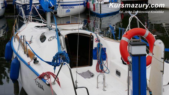 Twister 800 jacht żaglowy kabinowy wygodny szybki zwrotny świetne wyposarzenie duży kokpit mesa wygodny duży bardzo zadbany nowe wyposażenie materace 8 osobowy Giżycko mazury wielkie jeziora mazurskie rejs czarter czartery jachtów na mazurach kursmazury najlepsze jachty dobre ceny wakacje weekend żeglarstwo żeglarz jachtowy