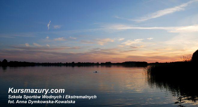 Mazury pogoda lato wakacje rejsy i obozy żeglarskie czartery jezioro szkolenie żeglarskie sporty wodne jachty