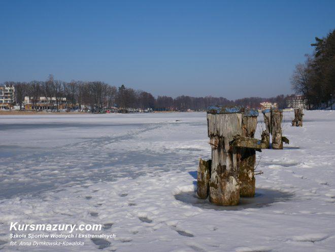 mazury zimą lód bezpieczeństwo ratownictwo lodowe warunki rozpoznanie lodowe jezioro Kisajno Giżycko czartery jachtów rejsy obozy kursmazury