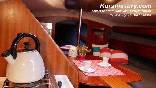 Phila 880 jacht żaglowy kabinowy komfortowy wygodny szybki zwrotny trzy kabiny mesa lodówka wygodny duży bardzo zadbany nowe wyposażenie materace solary 8 9 osobowy Giżycko mazury wielkie jeziora mazurskie rejs czarter czartery jachtów na mazurach kursmazury najlepsze jachty dobre ceny wakacje weekend żeglarstwo żeglarz jachtowy